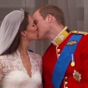 Royal-Wedding-Balcony-Kiss