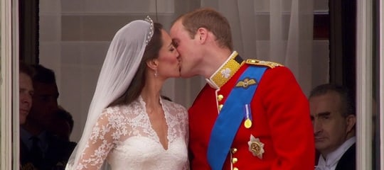 Royal-Wedding-Balcony-Kiss