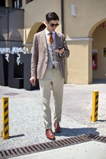 Pitti Uomo 82 Vest With Tie Peaking Out