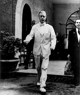 Duke of Windosr in Seersucker at the Italian Riviera Sep 11, 1949