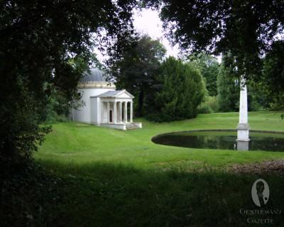 Ionic Temple & Obelisk