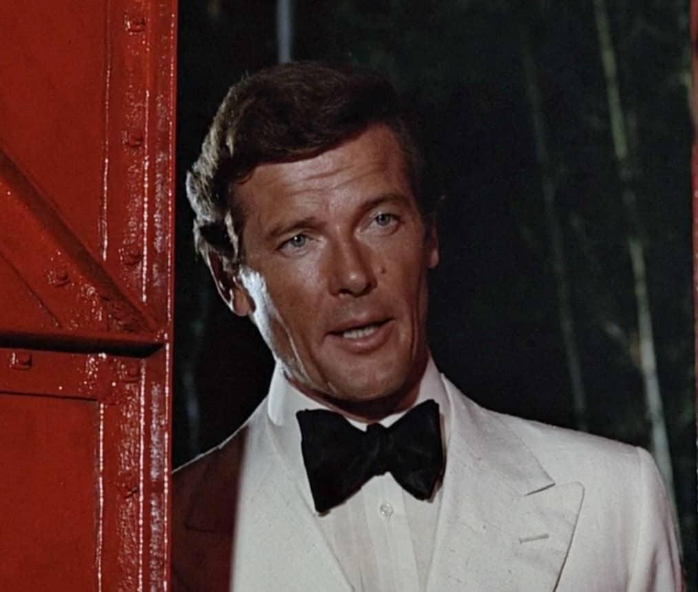 how to wear a tuxedo like james bond gentleman 39 s gazette. Black Bedroom Furniture Sets. Home Design Ideas