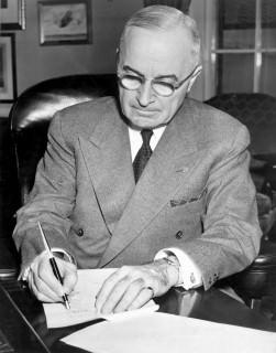 Truman with Tie Pocket Square & Masonic Lapel Pin 1950