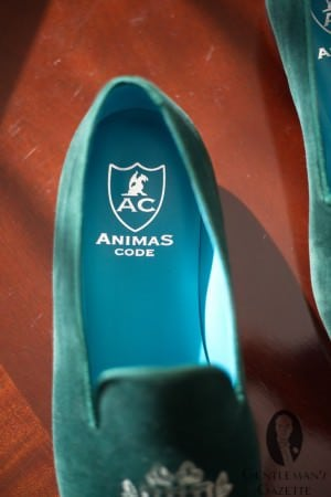 Contrasting turquoise leather lining