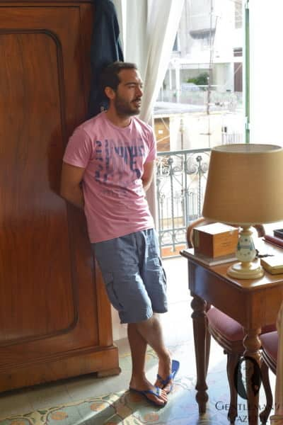 Relaxed in T-Shirt, shorts and flip flops