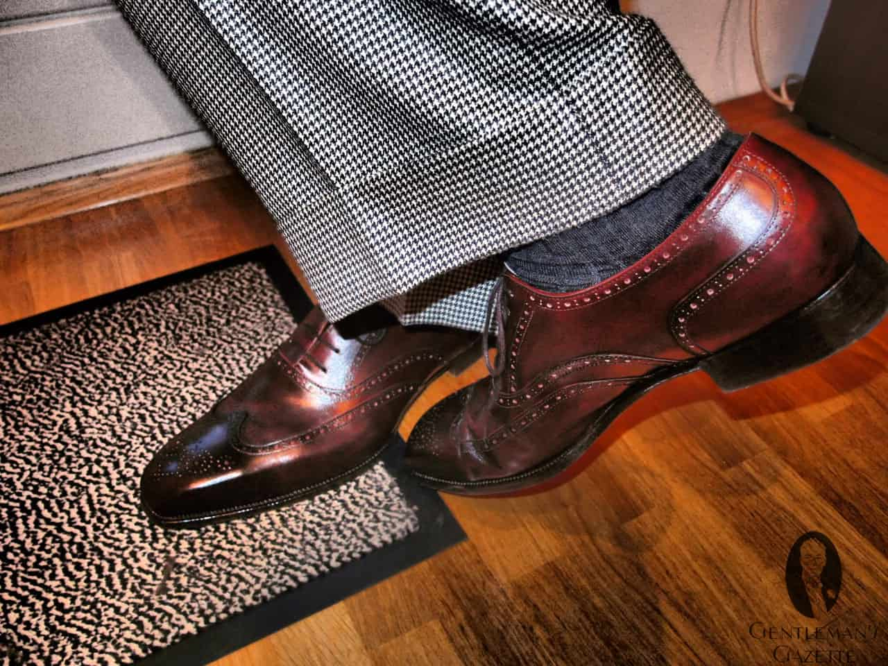 Wingtip Oxford Shoe with houndstooth bespoke suit