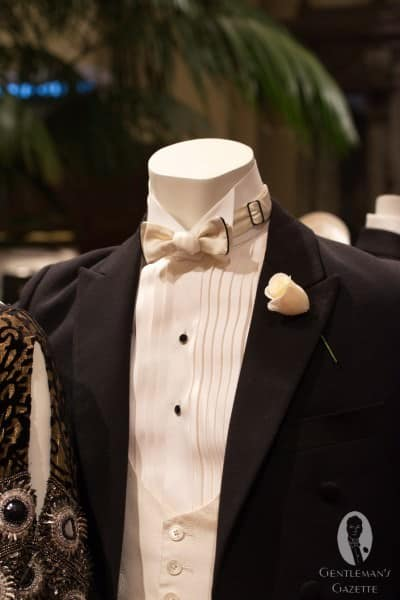 Adjustable bow tie & boutonniere without a loop