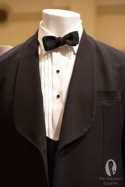 Typical 1920's short shawl collar lapel