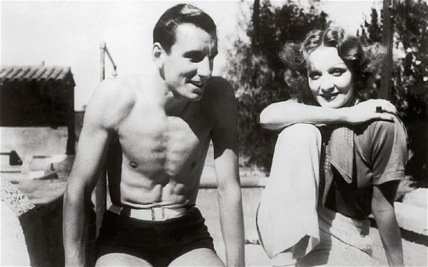 Fred Perry in belted swimsuit with Marlene Dietrich