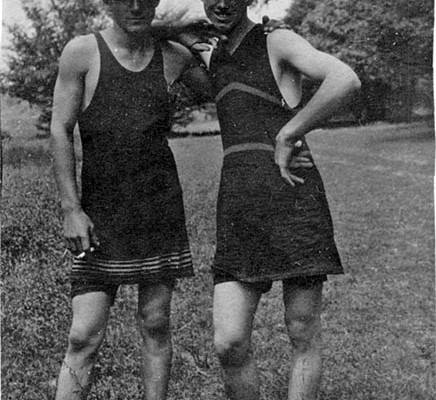 Men's swimsuits with skirts in 1910