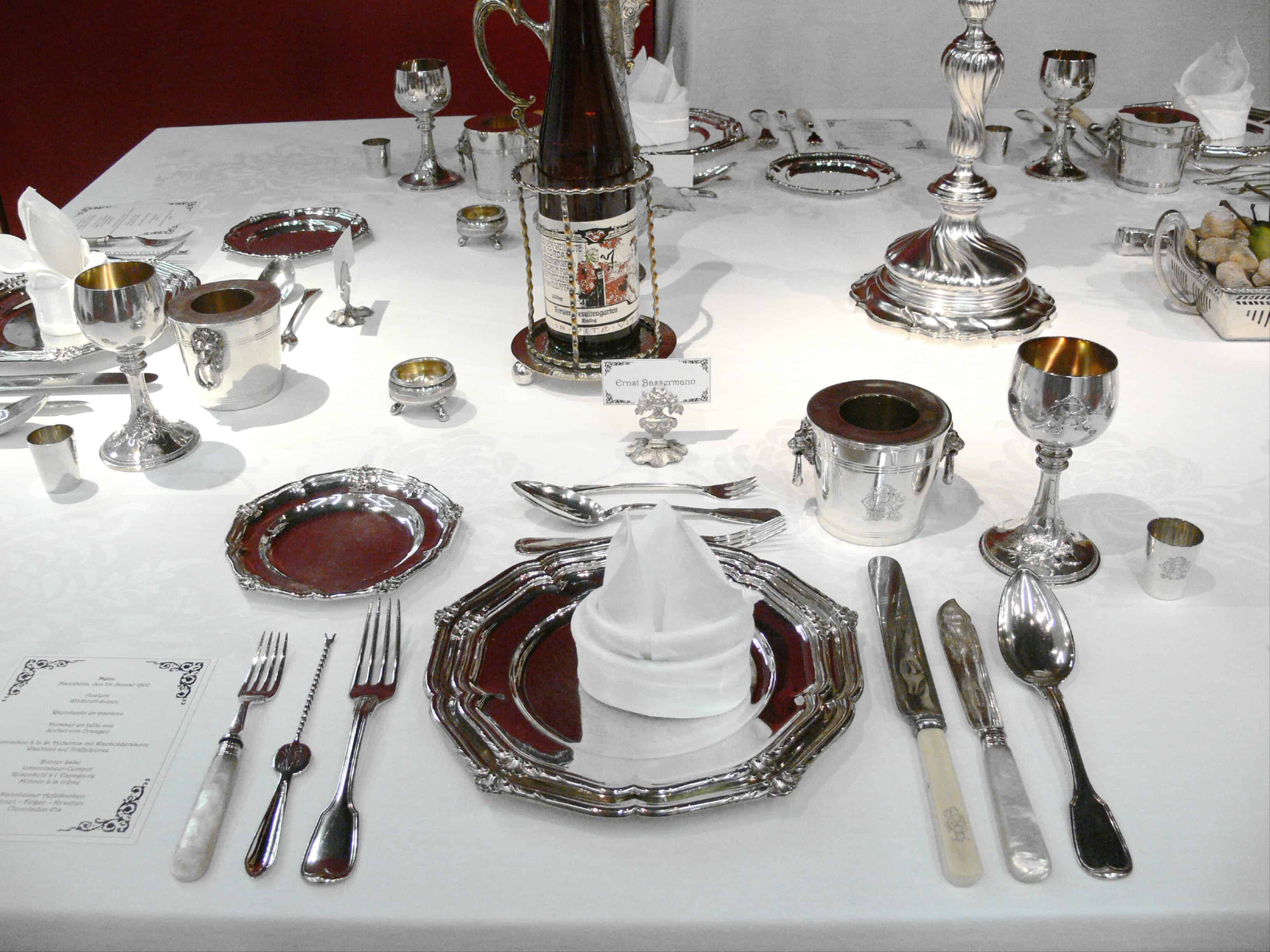 Formal dinner table setting etiquette - The Menu