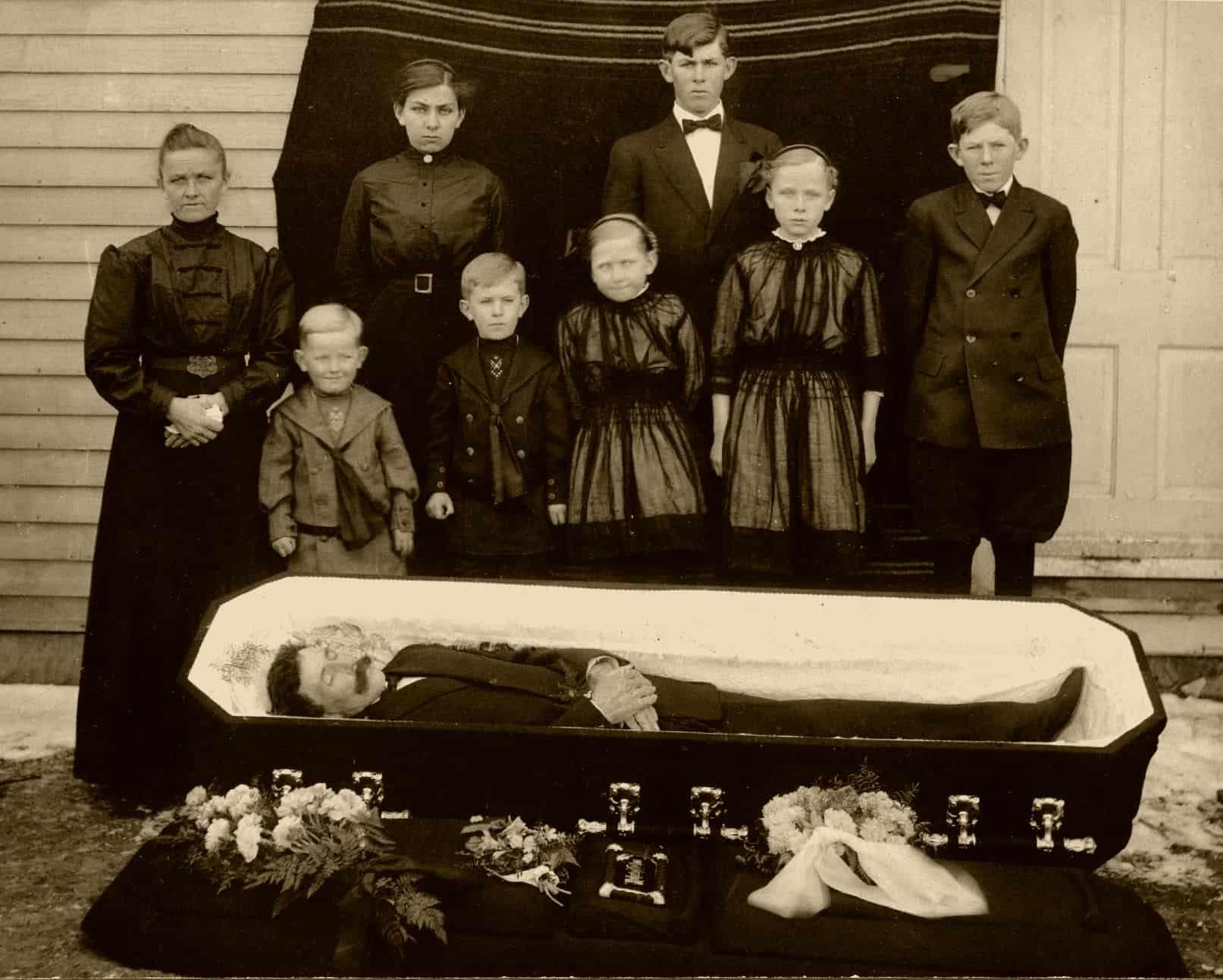 Http Gentlemansgazette Com Funeral Etiquette Clothes Thank You Cards Flowers