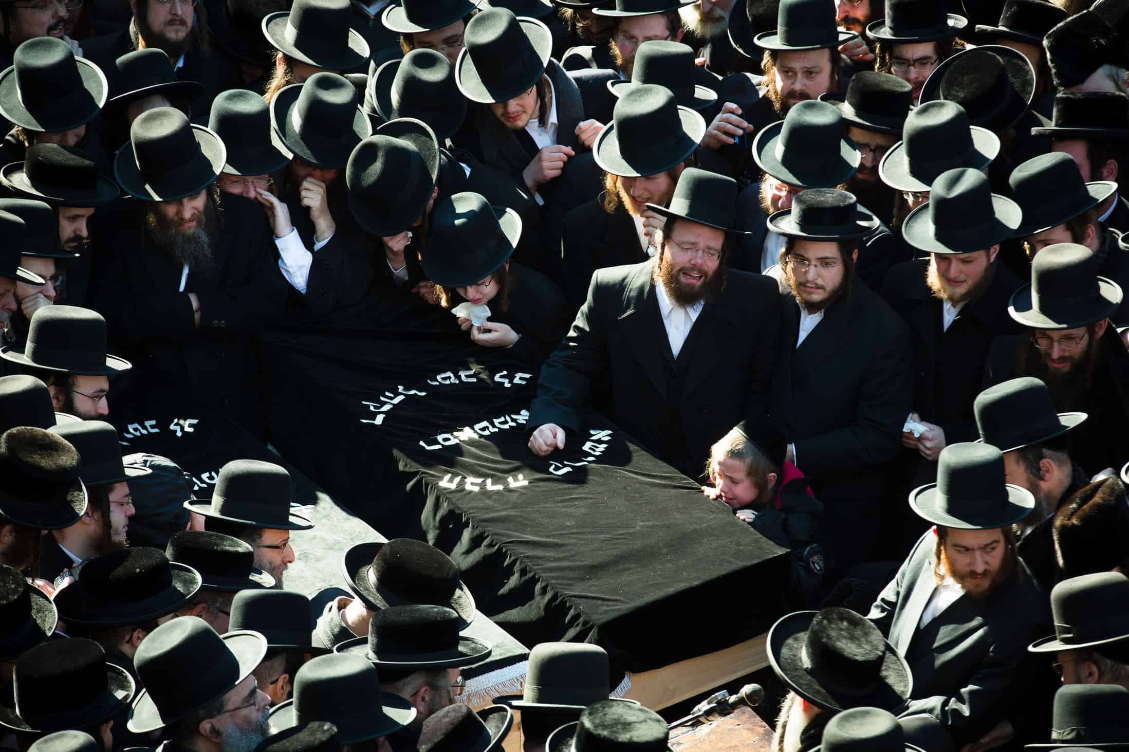 Funeral etiquette what to wear what to do gentlemans gazette orthodox jewish funeral service izmirmasajfo Images