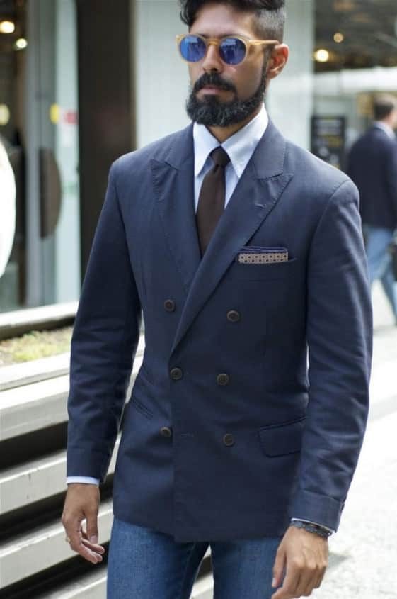 Jacket with narrow button stance - the collar does not look good with the tie knot