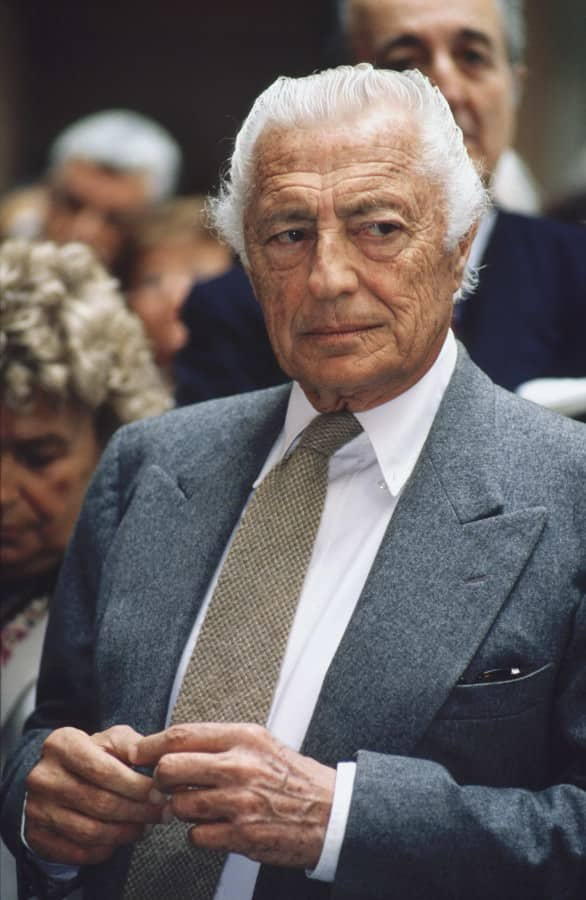 Gianni Agnelli in grey flannel suit by Caraceni with cloth from Vitale Barberis Canonico, Brooks Brothers button down shirt and coarse wool tie