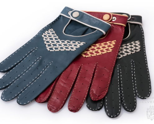 Fort Belvedere Driving Racing Gloves in Lamb Nappa Leather with White Buttons Piping and handwoven arrow. Handmade in Hungary by Fort Belvedere
