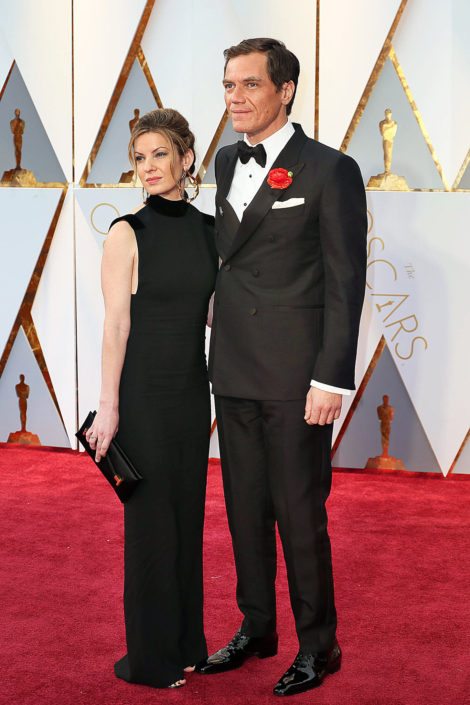 Michael Shannon in 6x2 DB tuxedo with huge boutonniere and sel tie bow tie, and patent leather shoes. Huge gap in the collar and lapel break do not look nice though.