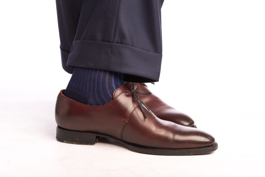 shadow-stripe-ribbed-socks-dark-navy-blue-royal-blue-fil-decosse-cotton-fort-belvedere-paired-with-derby-shoes (quality menswear example)
