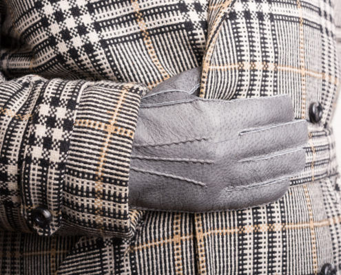 Unlined Gloves in Peccary Leather in Grey Handsewn with overcoat Fort Belvedere