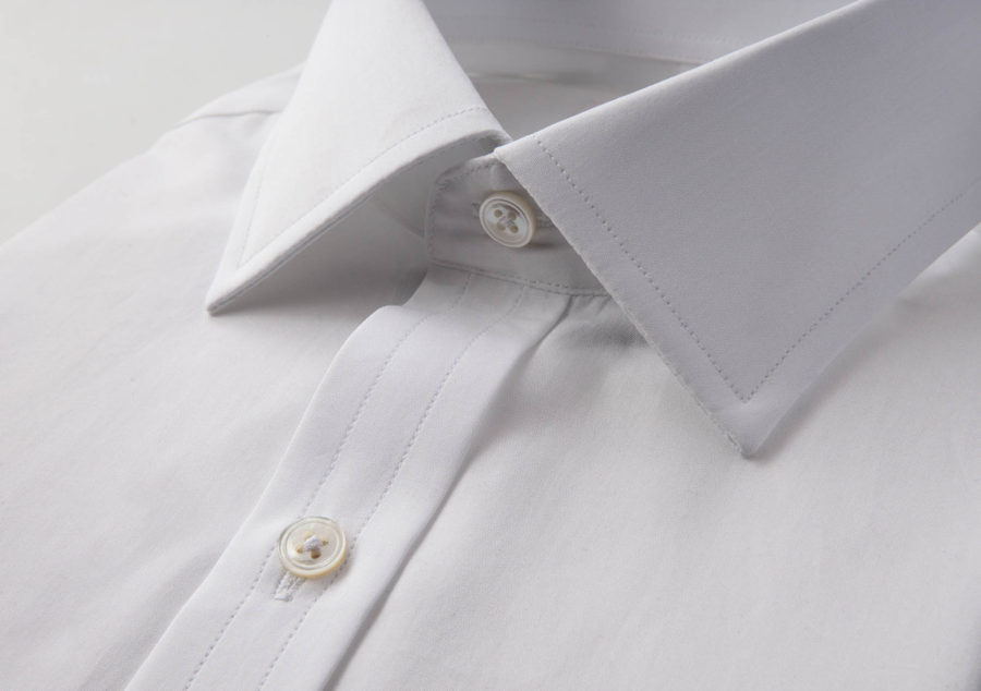 Semi spread collar on a white dress shirt