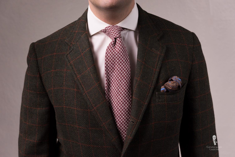 Oversized houndstooth tie