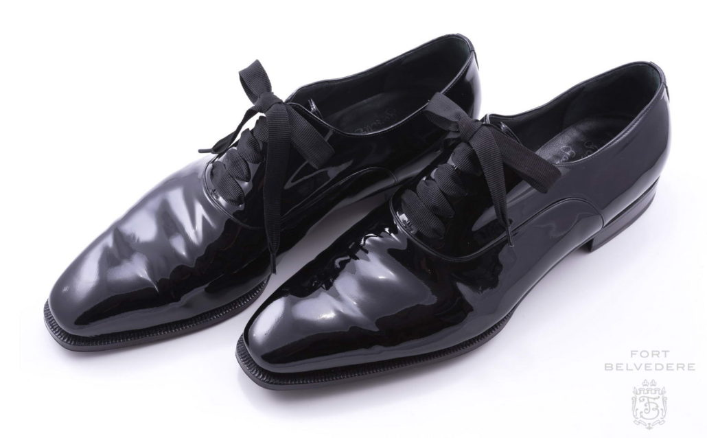 Wear patent leather for shoes