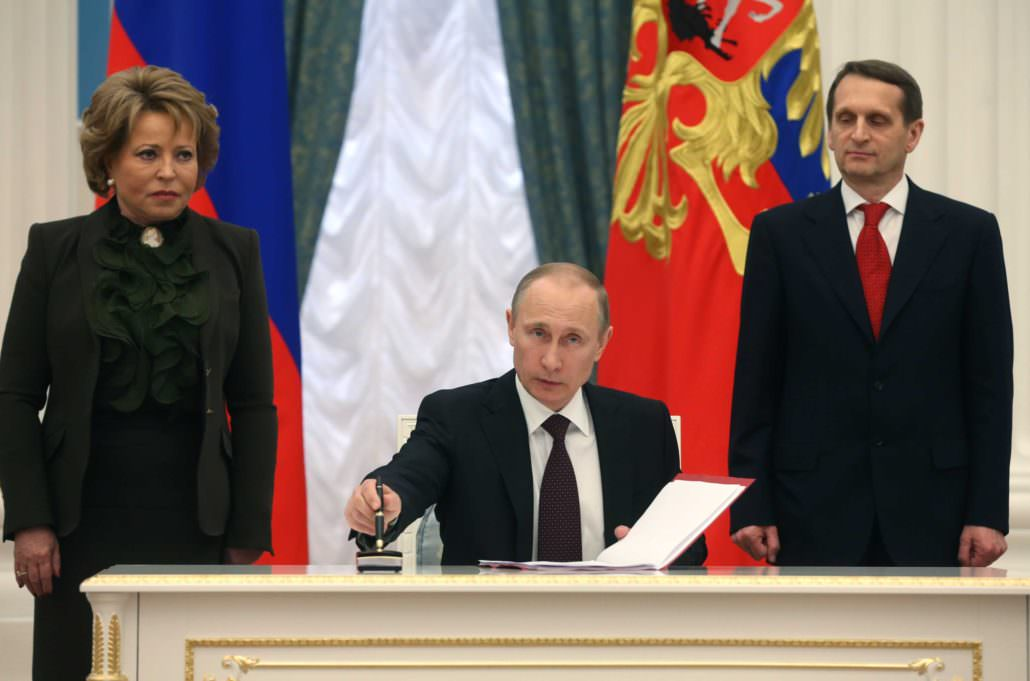 Putin signed law completing crimea annexation with a Montblanc Meisterstück