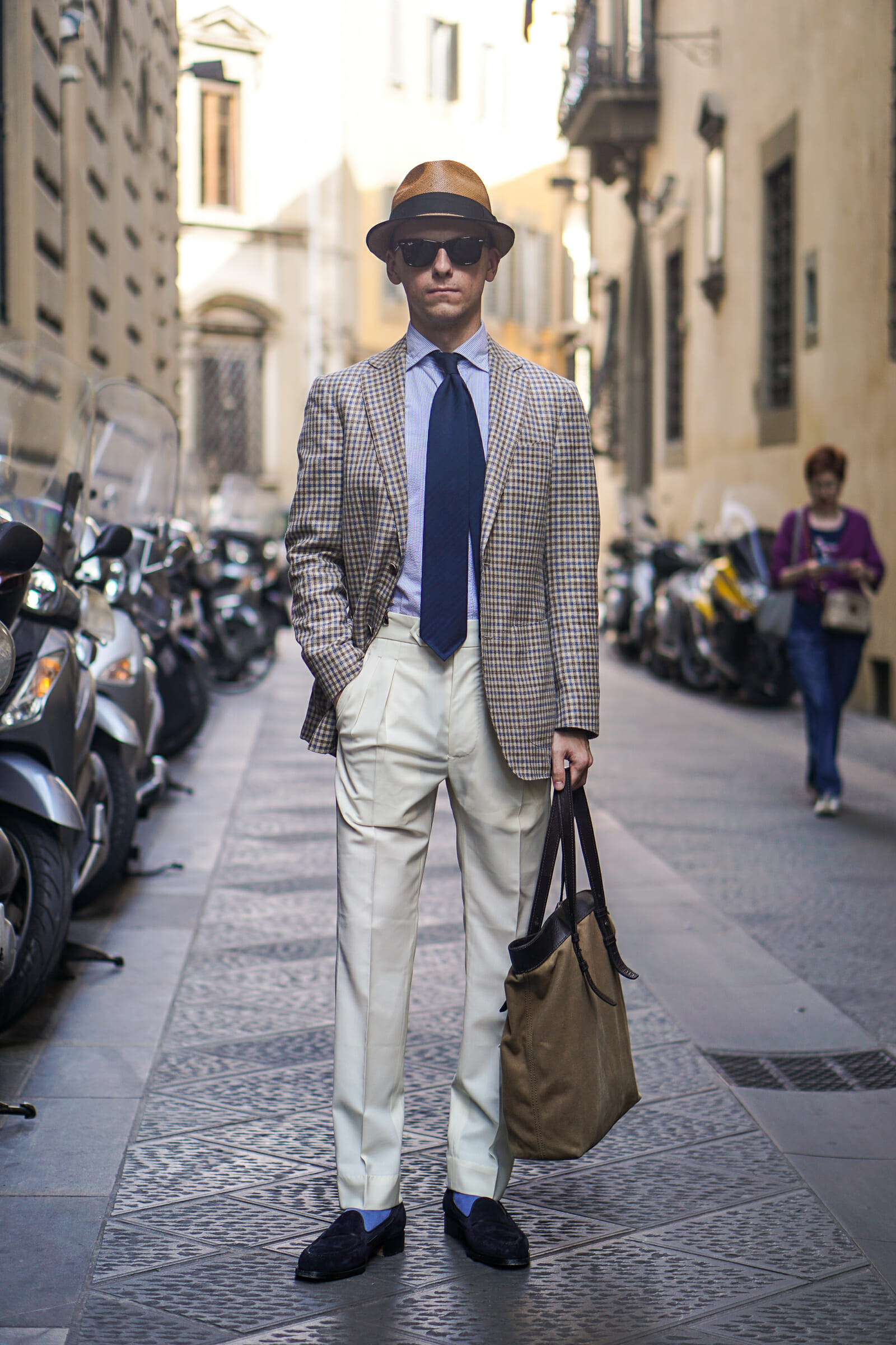 Should Men Wear Pleated Pants Gentlemans Gazette Tendencies Navy Chinos Short 30 Blogger Blue Loafers Shows How Can Look Good On A Thin Frame If Properly