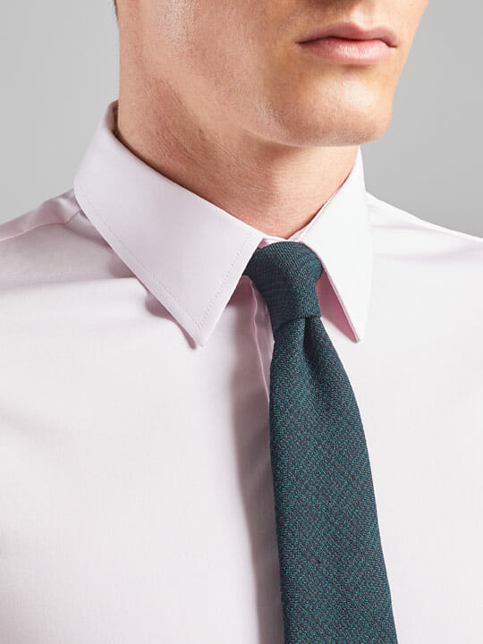Point collar shirt
