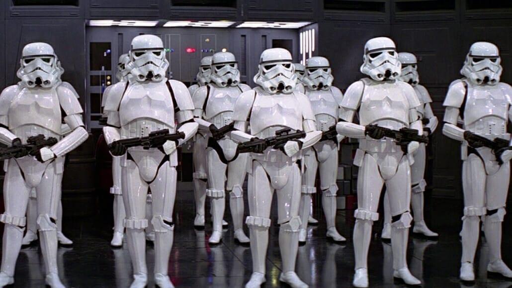 Storm troopers portant des Chelsea boots peintes