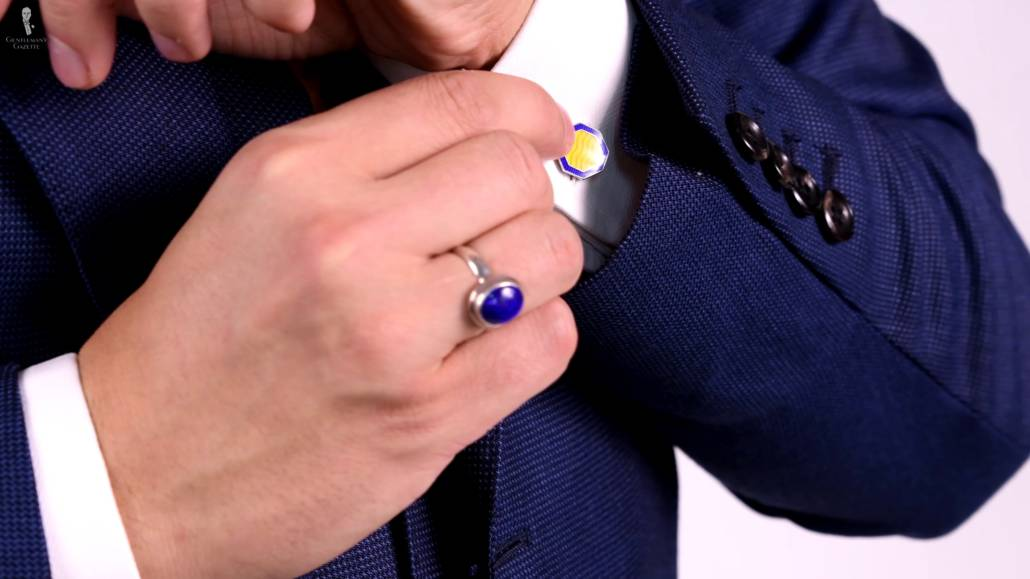 The cufflinks that Raphael was wearing in the video is vintage in an octagonal shape with cloisonne enamel