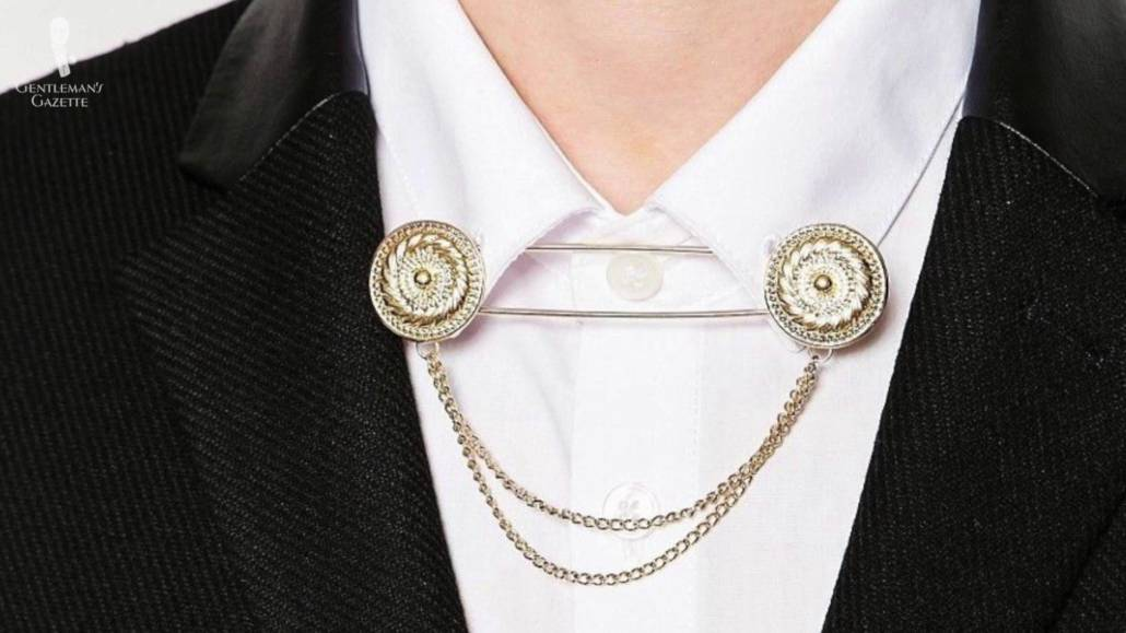 Light gold collar chains attached to a wingtip collar