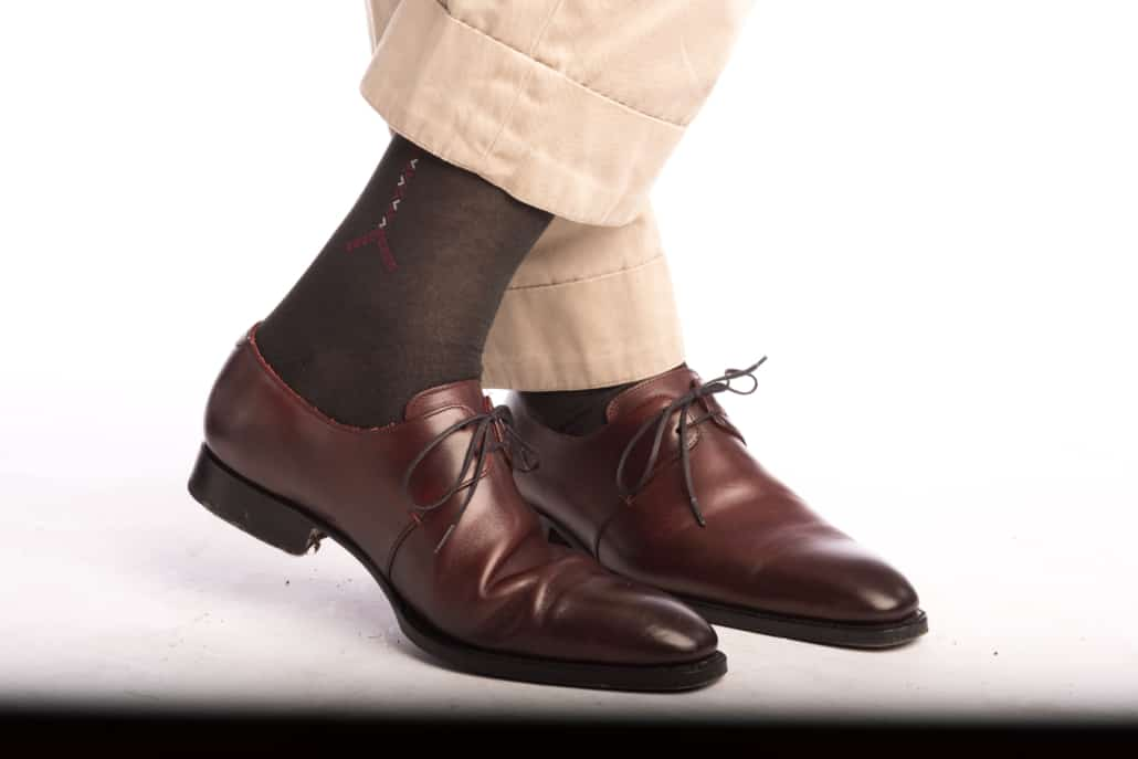 Khaki chinos paired with dark grey socks with burgundy and white clocks from Fort Belvedere and oxblood oxfords